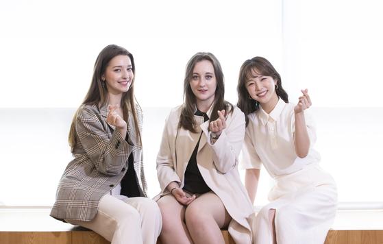 MBC에브리원의 퀴즈대결 프로그램 '대한외국인'에서 활약 중인 세 사람. 왼쪽부터 안젤리나 다닐로바, 에바, 모에카. [권혁재 사진전문기자]
