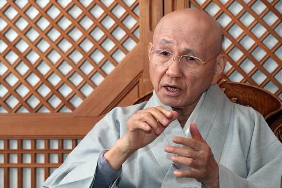 """월주 스님은 """"부처님께서 이 땅에 오신 이유는 중생으로 하여금 지혜와 자비를 깨닫게 하기 위함이다""""고 설명했다. 최정동 기자"""