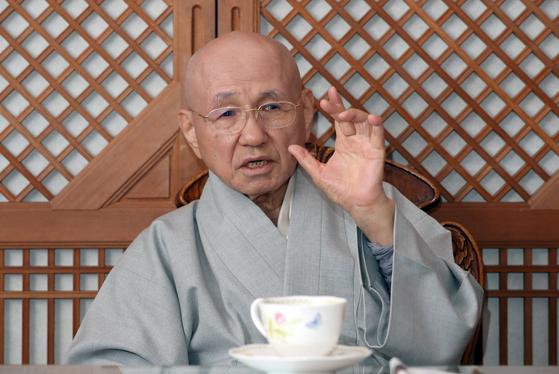 부처님오신날을 맞아 월주 스님은 지혜와 자비를 강조했다. 그걸 깨우치면 우리가 모두 부처라고 했다. 그래서 불국토라고 했다. 최정동 기자