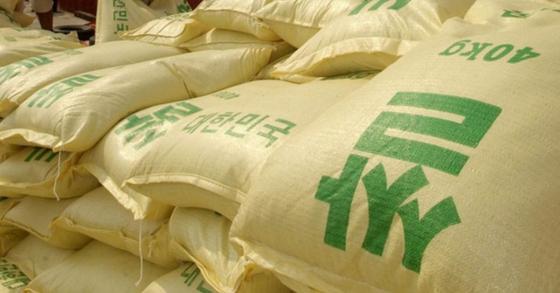 지난 2002년 북한에 차관 형식으로 지원됐던 국내 쌀. [중앙포토]