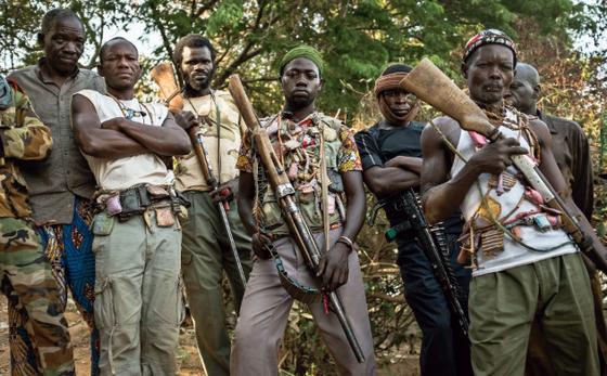 아프리카 내전을 다룬 영화 '블러드 다이아몬드'의 한 장면. [영화 스틸컷]