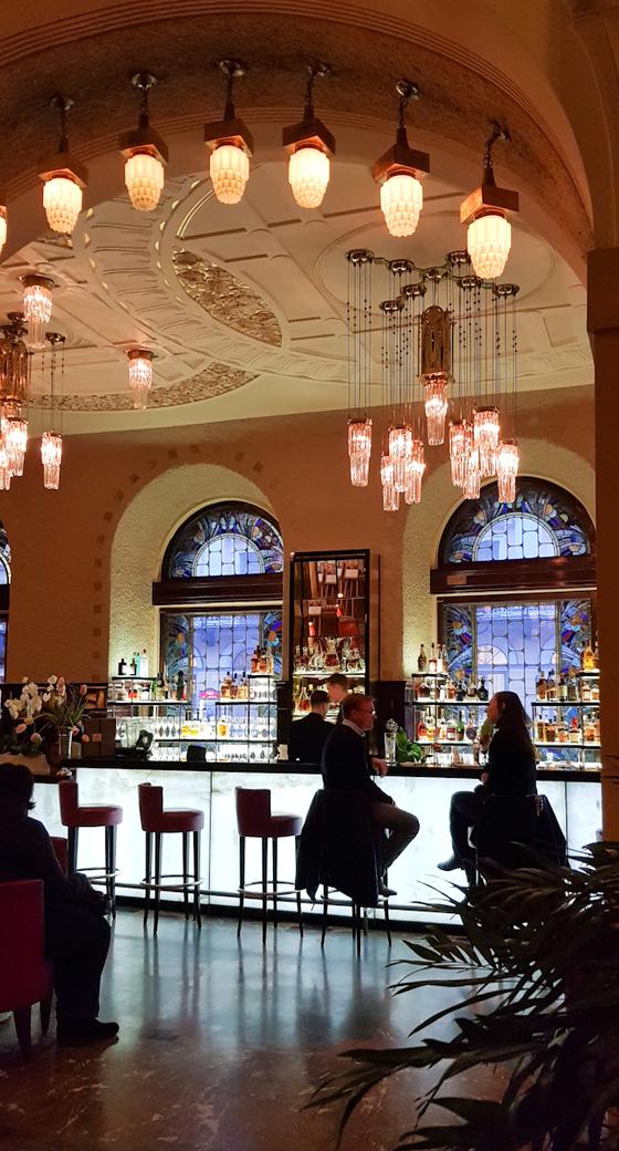 캐비아 바가 있는 그랜드 유로파 호텔은 1875년 개업한 러시아 최초 5성급 호텔이다. [사진 서현정]
