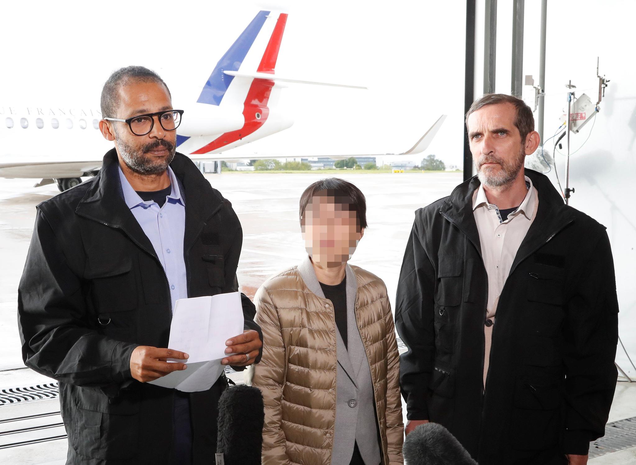 로랑 라시무일라스가 희생된 특수부대원에 대한 애도의 성명을 전하고 있다. [AP=연합뉴스]