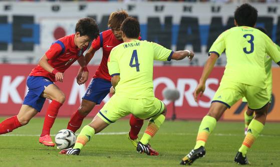 한국과 일본이 축구 경기를 한다고 했을 때 우리는 이를 '한일전'이라고 하지 '일한전'이라고 말하지 않는다. 이렇듯 언어는 우리의 사고를 만들고 문화를 생성한다. [중앙포토]