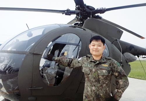 강원 춘천시에서 시민의 생명을 구한 CCTV 속 남성은 육군 2군단 12항공단 소속 김영래(35) 중사인 것으로 13일 밝혀졌다. [사진 육군 2군단 제공]