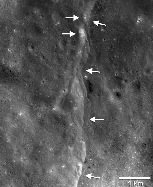 LRO가 확인한 달의 충상단층 중 한 곳. [사진 NASA·고다드우주비행센터·애리조나주립대학·스미소니언]