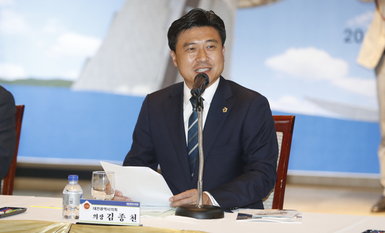 김종천 대전시의회 의장이 지난달 25일 대전 서구 오페라웨딩홀에서 열린 전국시·도의회 의장협의회에서 인사말을 하고 있다. [뉴스1]