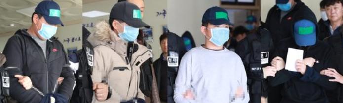 인천 한 아파트 옥상에서 또래 학생을 집단폭행하다가 추락해 숨지게 한 중학생들이 영장실질심사를 위해 인천지법으로 향하고 있다. [뉴스1]