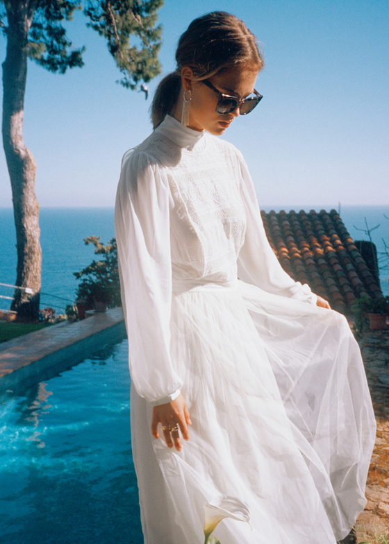 2017년 봄부터 꾸준히 웨딩드레스 컬렉션을 내놓고 있는 앤아더스토리즈 제품. [사진 앤아더스토리즈]