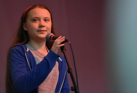 지난달 21일 스웨덴 청소년 환경운동가 그레타 툰베리가 런던에서 열린 멸종저항 시위에서 발언하고 있다. [EPA=연합뉴스]