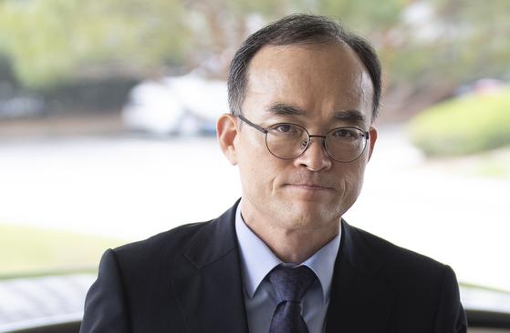 문무일 검찰총장이 13일 오전 서울 서초구 대검찰청으로 출근하고 있다. [연합뉴스]