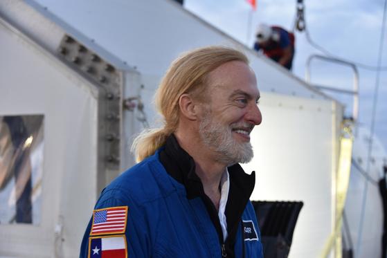 인도양의 자바해구 탐사를 마친 미국 사모펀드 '인사이트 에퀴티 홀딩스' 공동 창립자인 빅터 베스코보. 13일 CNN등 외신에 따르면 베스코보는 세계에서 가장 깊은 마리아나 해구의 '챌린저 딥' 탐사에 성공했다. [사진 fivedeeps.com]