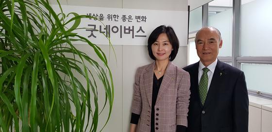 유산기부 캠페인을 추진중인 이일하 굿네이버스 이사장(오른쪽)과 양진옥 회장.  장세정 기자