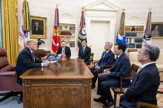 트럼프, 백악관서 신동빈 면담
