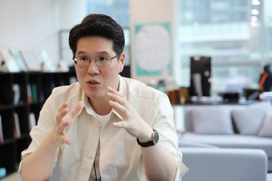 신혜성 와디즈 대표가 13일 판교디지털센터에 위치한 와디즈 사무실에서 중앙일보와 인터뷰를 하고 있다. [사진 와디즈]