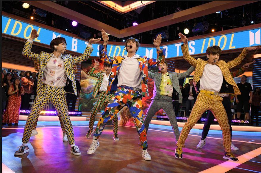 지난해 9월 '굿모닝 어메리카'에 출연한 BTS가 공연하고 있다. [사진 ABC방송]