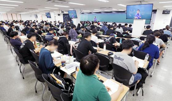 서울 동작구 노량진 '윌비스 신광은 경찰학원'에서 수험생들이 수업을 듣고 있다. [뉴스1]