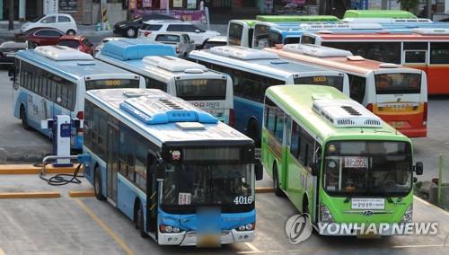 차고지에 있는 창원 시내버스. [연합뉴스]