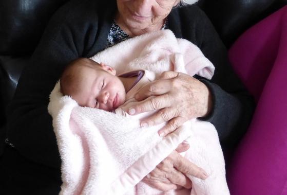 두 해만 지나면 백 세가 되시는 어르신이 이웃에 사셨다. 어느 날 들르니 그 딸의 손녀딸이 아기를 낳아 고조할머니께 인사시키려고 와 있었다(내용과 연관 없는 사진). [사진 pxhere]