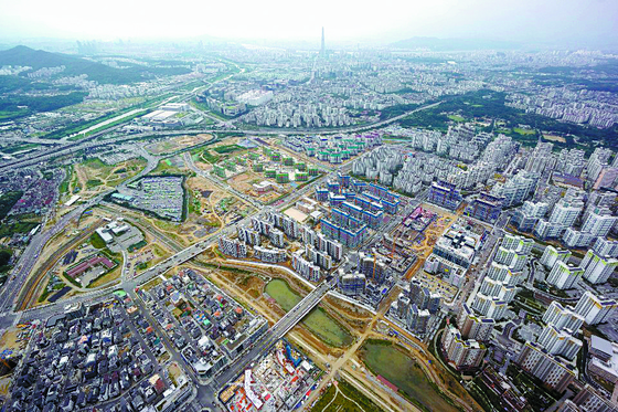 강남권 수요를 흡수하기 위해 개발한 2기 신도시 위례. 2006년 지구 지정에서 2011년 첫 분양까지 5년 넘게 걸렸다. [사진 한국토지주택공사]