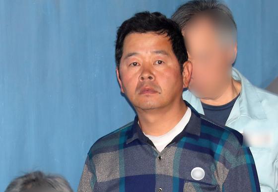 윤석열 서울중앙지검장을 협박한 혐의로 긴급체포된 유튜버 김상진씨. [뉴스1]