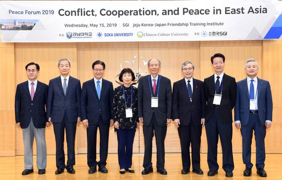 경남대와 일본 소카대, 대만 중국문화대는 15일 제주 서귀포시 한국SGI 한일우호연수원에서 '2019년 평화포럼'을 개최했다. [사진 경남대]