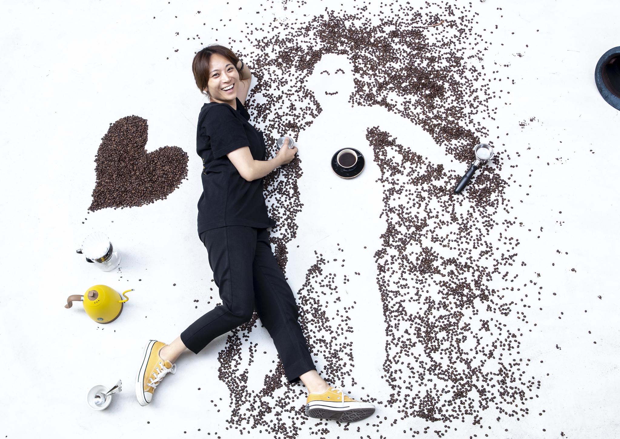 바리스타 전주연씨는 커피를 '에너지'라고 했다. 누r군가의 삶에 에너지를 주는 일, 그녀가 바리스타로 사는 이유였다. 20190515/ 권혁재 사진전문기자