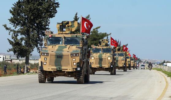 지난 3월 시리아 반군이 점령한 이들리브(Idlib) 지역을 순찰하는 터키군 [EPA=연합]