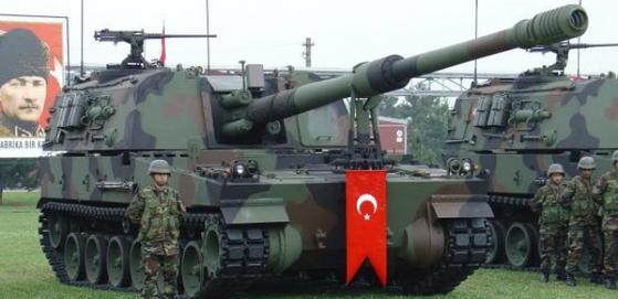 한국 기술을 받아 터키에서 개발한 T-155 프르트나(Firtina) 자주포. [사진 www.neoldu.com]