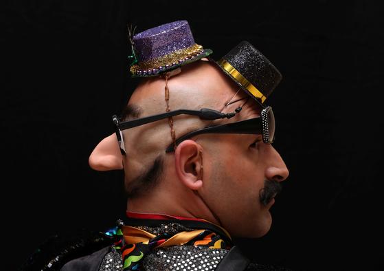 18일(현지시간) 벨기에 앤트워프에서 열린 2019 세계 수염·콧수염 선수권대회에서 한 참가자가 뒤통수 머리를 수염처럼 연출했다. [로이터=연합뉴스]