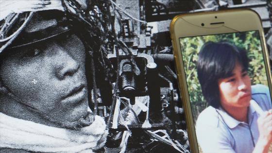 청년의 정체를 찾는 과정에서 오른쪽 휴대폰 사진 속 5.18 시민군 생존자 이강갑 씨 등이 주목되기도 했다.[사진 영화사 풀]