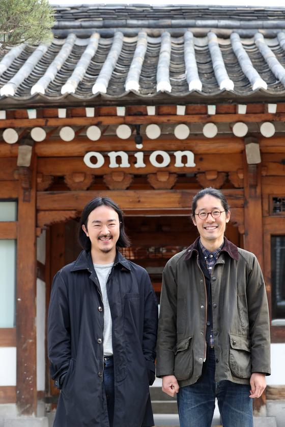 디자인 듀오 패브리커의 김성조(왼쪽), 김동규 디자이너. 최정동 기자