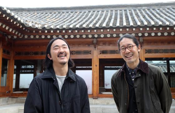 """두 사람은 한국의 카페 문화를 """"여행하듯 공간을 탐험한다""""고 정의했다. 최정동 기자"""