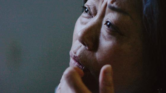 광주시민 주옥 씨는 흑백사진 속 인물이 한동네에 살던 넝마주이 김군이라 증언했다. [사진 영화사 풀]