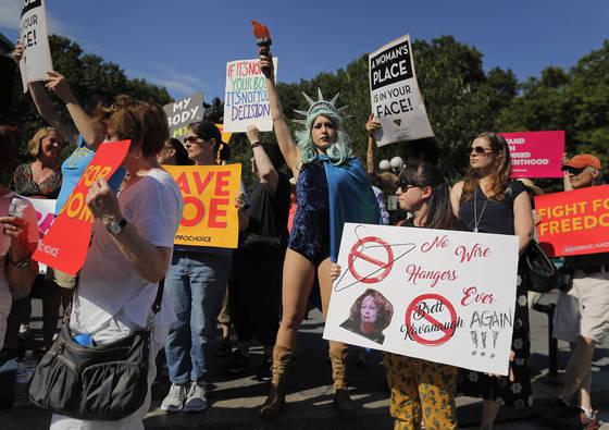 지난해 7월 뉴욕에서 있었던 여성의 낙태권에 찬성하는 이들의 시위. [AP=연합뉴스]