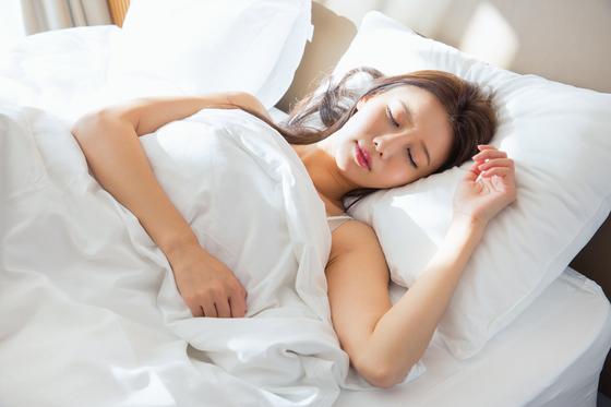 다이어트가 되는 생활 습관 중 하나는 일찍 자는 것이다. [중앙포토]