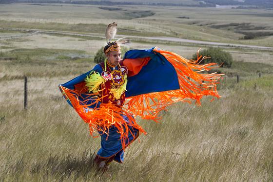 헤드 스매시드 인 버팔로 점프에서는 약 6000년 전부터 황무지 같은 평원지대에서 살아온 원주민 문화를 체험할 수 있다. [사진 캐나다관광청]