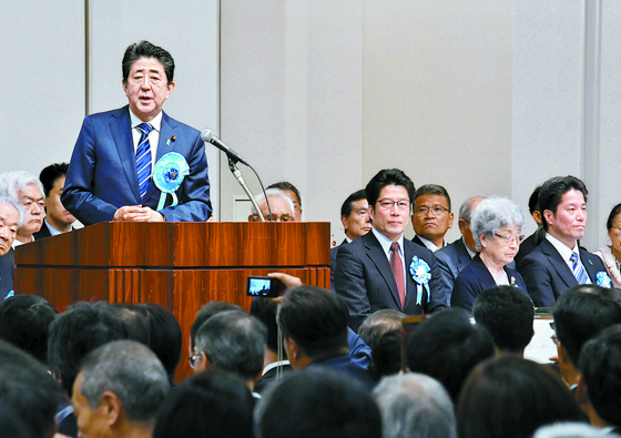 아베, 납북 일본인 가족 모임 참석