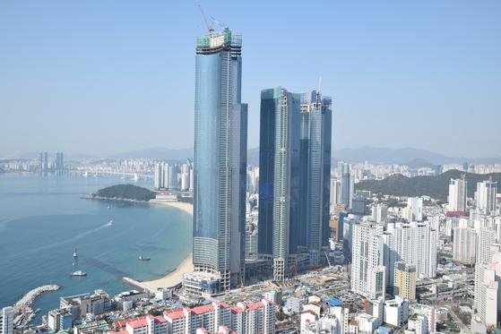 6억 오를 때 84층 펜트하우스는 무피...고개 숙인 하늘 위 궁전