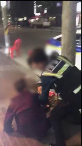 제압과정서 논란이 된 대림동 여경 영상 중 한 장면. [사진 서울 구로경찰서]