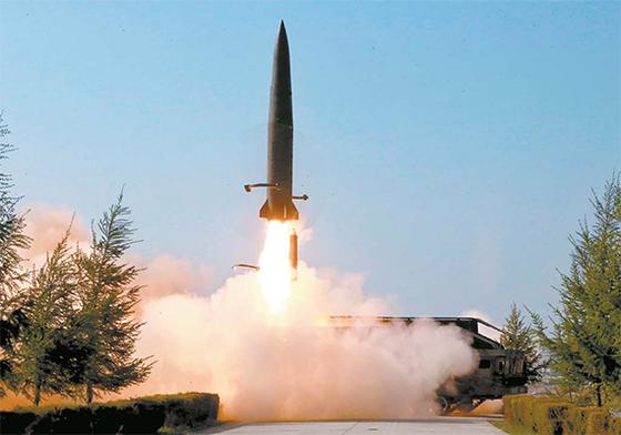 북한이 지난 9일 단거리 탄도미사일을 발사하고 이튿날 공개했다. [AP=연합뉴스]