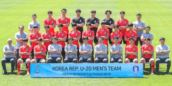 20세 이하 축구대표팀 멤버들이 파주트레이닝센터에서 기념 촬영을 했다. [뉴스1]