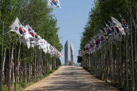 DMZ 평화의길 철원 구간 출발지점인 백마고지 전적비. 최승표 기자
