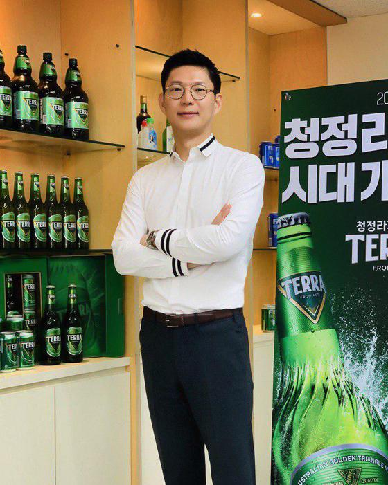 """하이트진로 마케팅실 오성택 상무는 테라에 대해 """"대한민국 국가대표 맥주로 손색이 없다""""고 말했다.[사진 하이트진로]"""