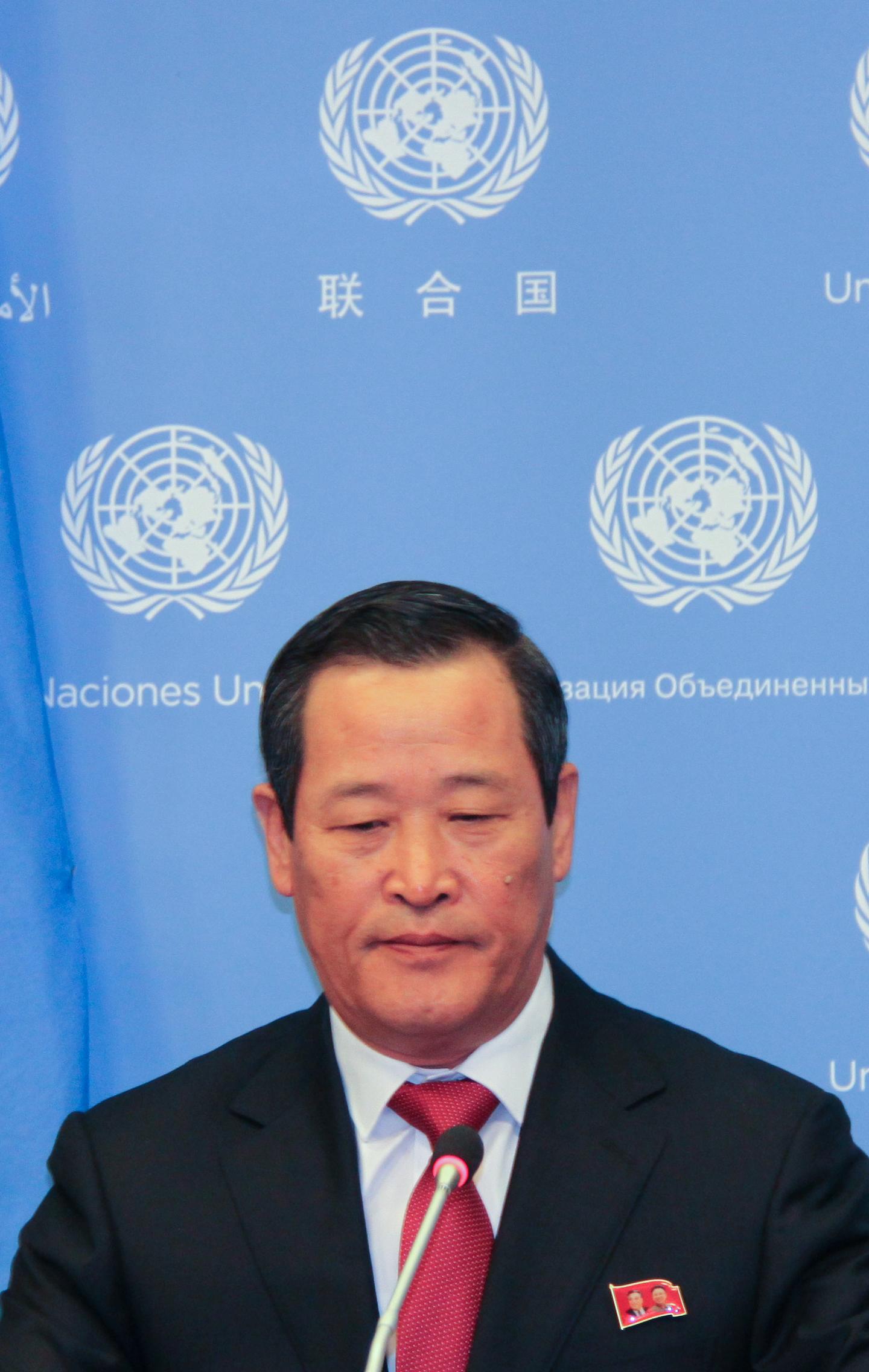 김성 유엔주재 북한 대사가 21일(현지시간) 미국 뉴욕 유엔본부에서 기자회견을 하고 있다. [연합뉴스]