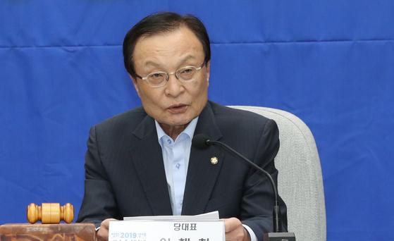 더불어민주당 이해찬 대표가 22일 오전 국회에서 열린 확대간부회의에서 발언하고 있다.[연합뉴스]