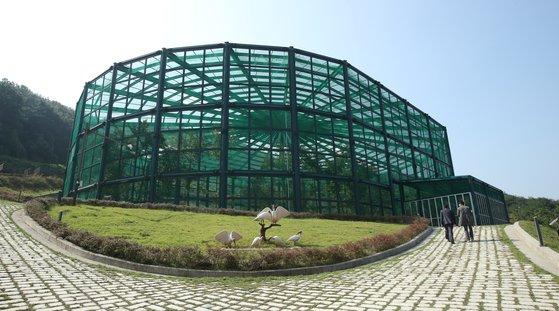 우포 따오기 복원 센터에 있는 따오기 방사장. 이곳에서 따오기가 자연으로 첫 방사된다. 송봉근 기자