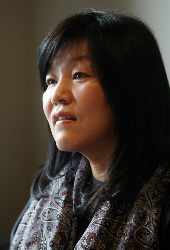 작품 활동 재개를 선언한 소설가 신경숙. [중앙포토]