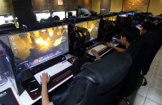 PC방에서 시민들이 게임하는 모습. [중앙포토]