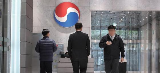 조원태 한진 회장은 2000억원으로 예상되는 상속세를 마련해야 경영권을 방어할 수 있다. 사진은 한진그룹 본사. / 사진:연합뉴스